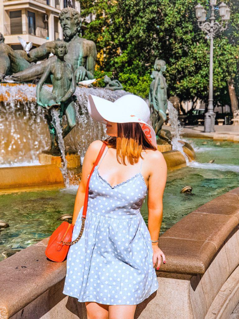 Sarah sur la plaza de la virgen